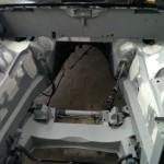2010april jaguar motorruimte spuiten plamuur
